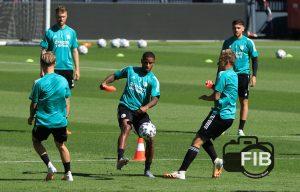 FeyenoordinBeeld eerste openbare training 05.0815